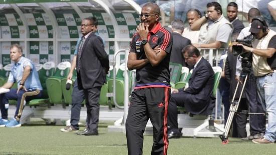 Cristóvão Borges não resistiu à derrota no clássico contra o Vasco nesta quarta