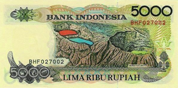 Uang 500 dengan gambar danau Kelimutu