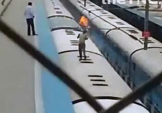 Se Electrocutan en un Tren