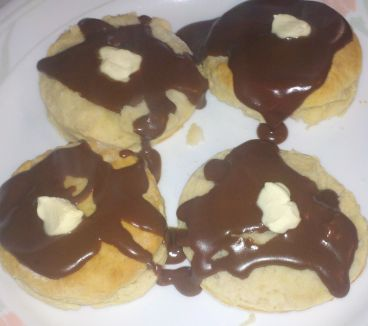 how to make chocolate gravy, pioneer ways, how to make big biscuits ...