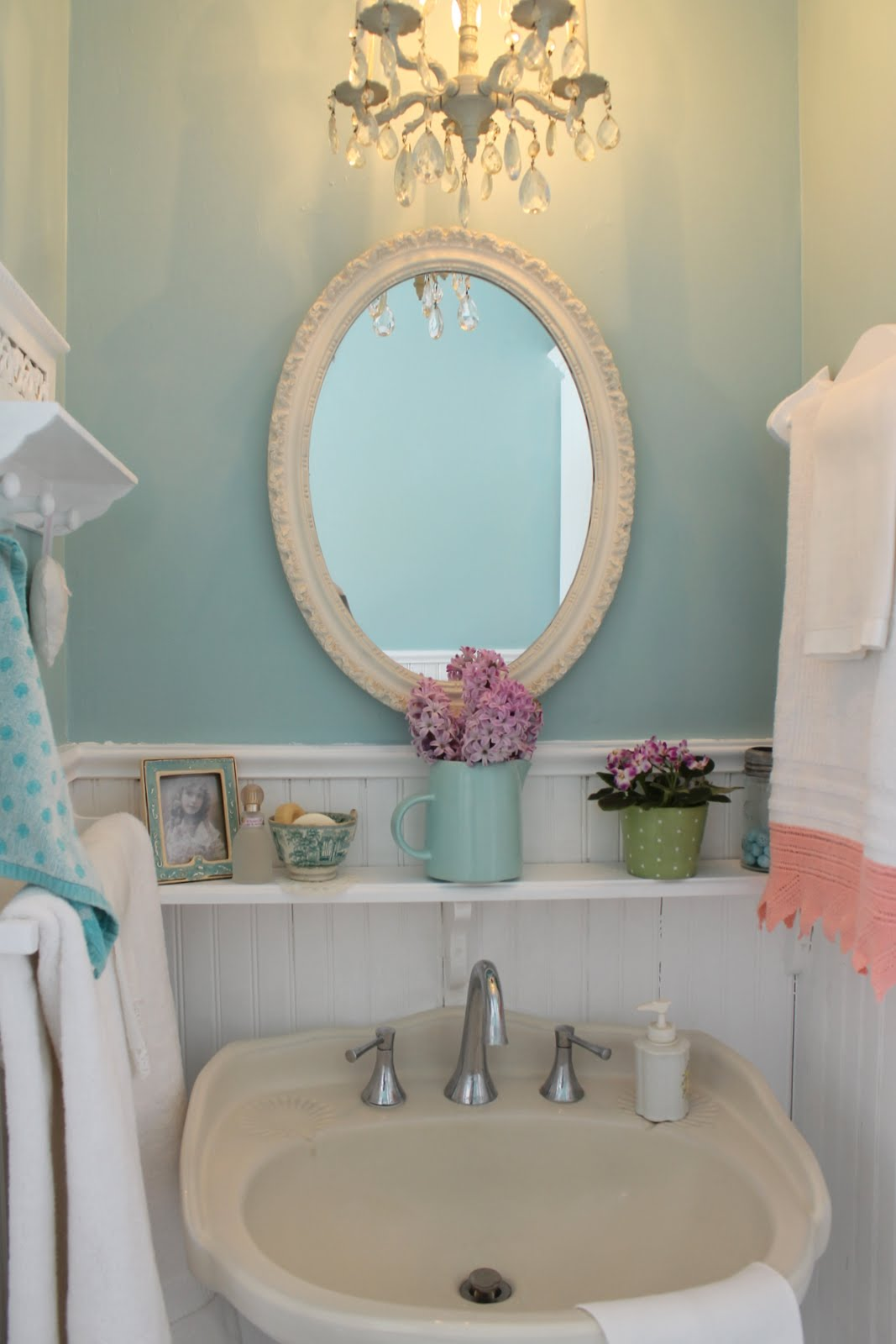 Vintage Style Guest Bath | Home and Garden
