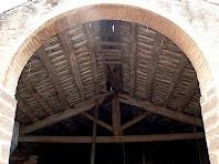 Detall de l'embigat del paller del mas Bussanya