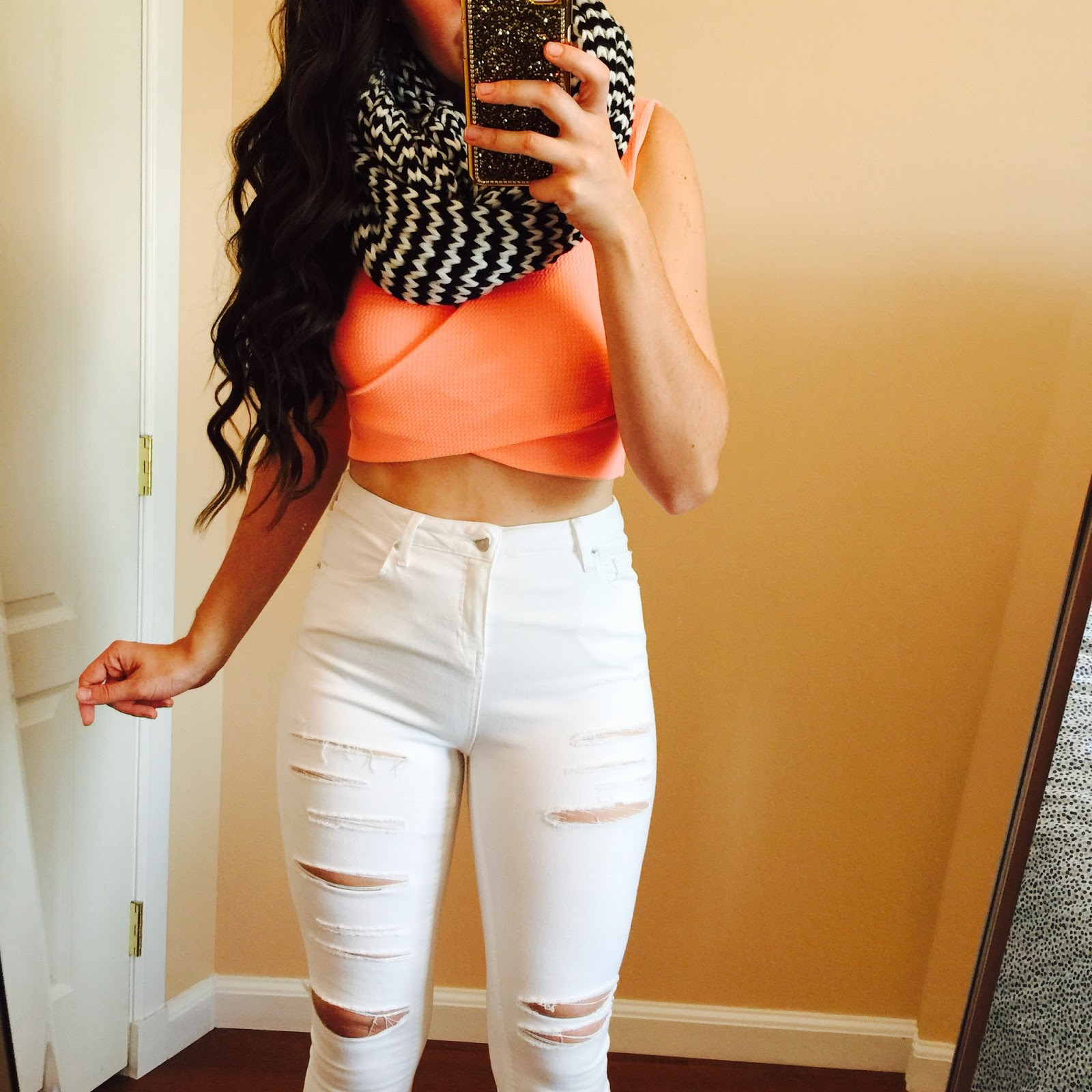 lane201 peach crop top, lane201 boutique, lane 201 peach crop top, zig zag crop top, jamie jeans from nordstrom, Moto 'Jamie' Ripped Skinny Jeans, houndstooth scarf, high waisted pants, white jeans outfit,