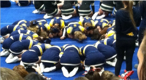 cheerleaders pray during awards
