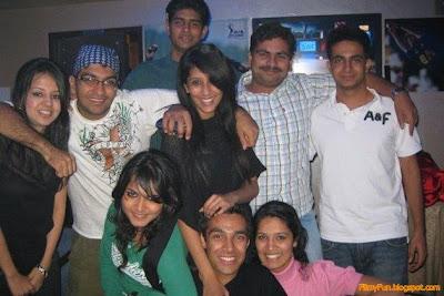 sakshi_rawat_in_family_pose_FilmyFun.blogspot.com
