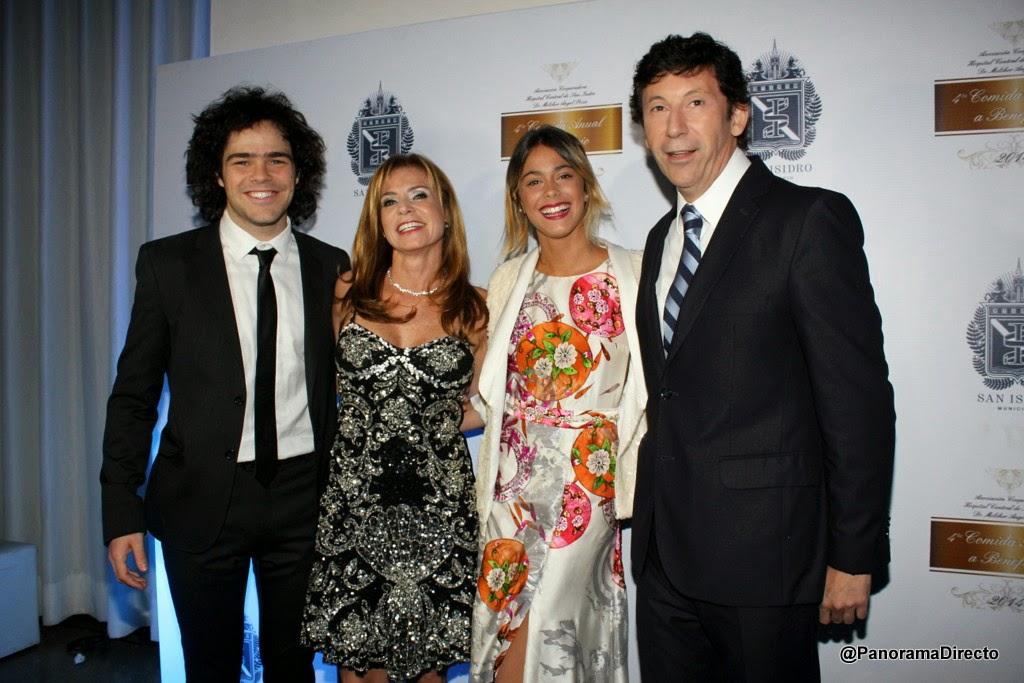 Peter Lanzani, María Fernanda Nuevo, Martina Stoessel y Gustavo Posse
