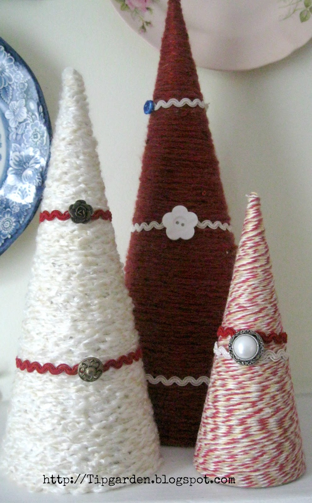 Tip garden crafty christmas yarn tree 39 s for Cheap holiday craft ideas