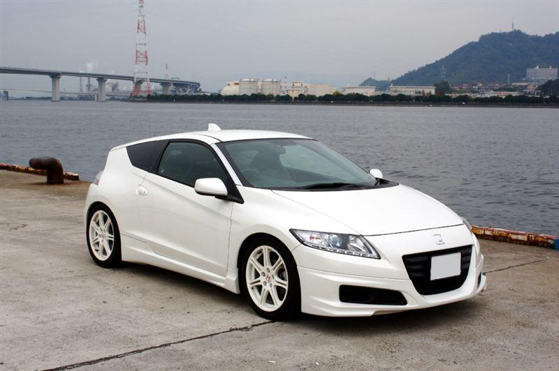 Honda CR-Z, sportowa hybryda, białe felgi, hatchback, japoński samochód, zdjęcia, galeria, usportowiony