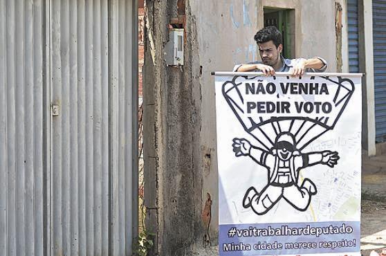 Moradores de São Sebastião usam a internet para apontar problemas da cidade
