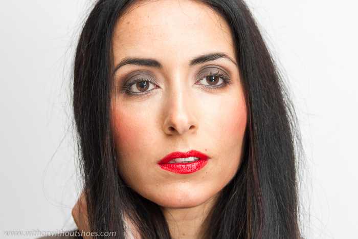 Explicación paso a paso de maquillaje con ojos ahumados