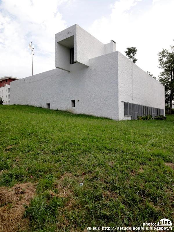 Lormont - Église Saint-Esprit  Architectes: Adrien Courtois, Pierre Lajus, Yves Salier, Michel Sadirac  Construction: 1966