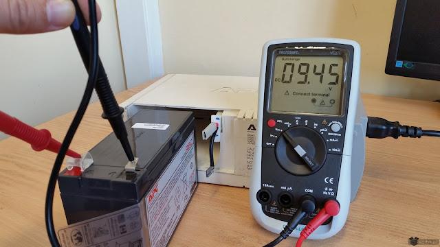 Napięcie w baterii RBC2