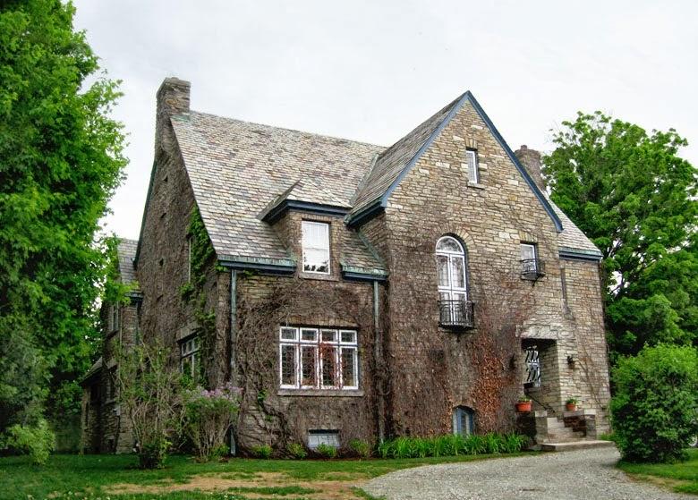 fachadas de piedra frentes de casas con piedras