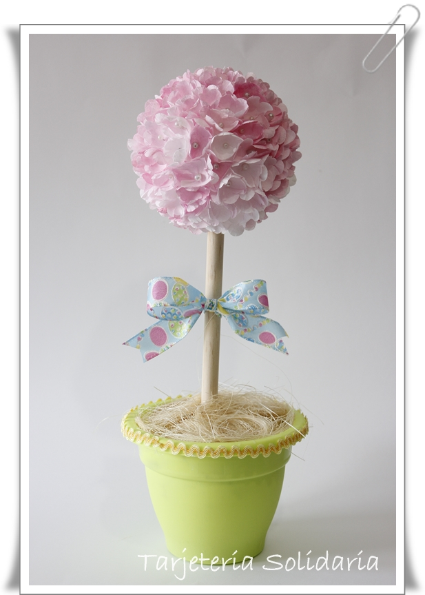 topiario con flores de filtro de cafe