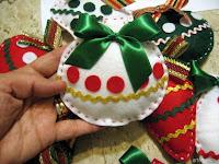 Bolinhas de natal feitas em feltro