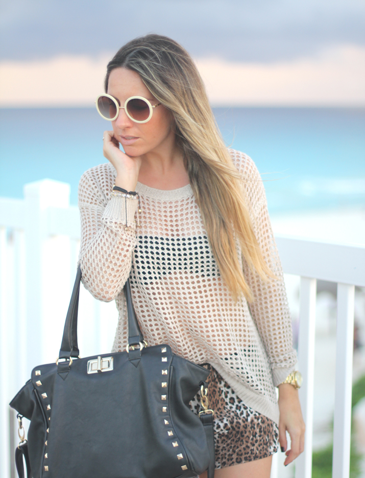 See through beige jumper by Spanish fashion blogger Mónica Sors