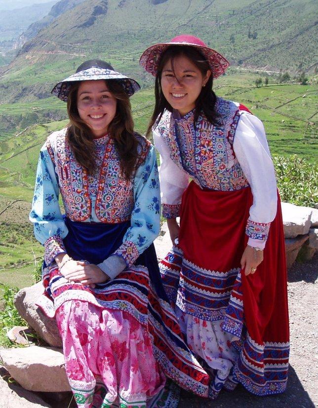 TRAJES TIPICOS DEL PERU Traditional Peruvian Dresses: Wititi y ...