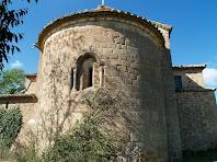 Detall de l'absis semicircular de l'església de Sant Pau de Casserres