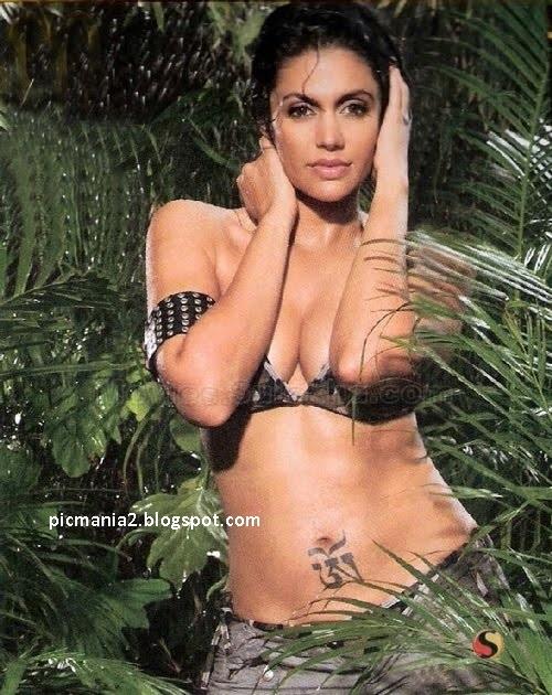 Mandira Bedi hot bikini
