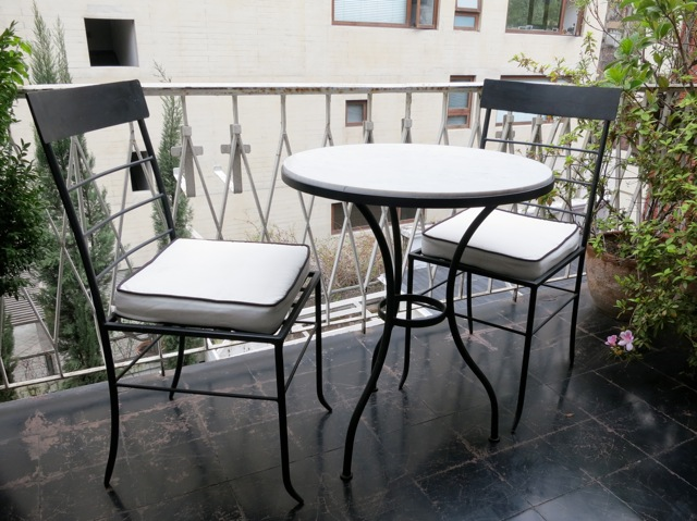 Muebles andrea schoennenbeck for Muebles terraza fierro