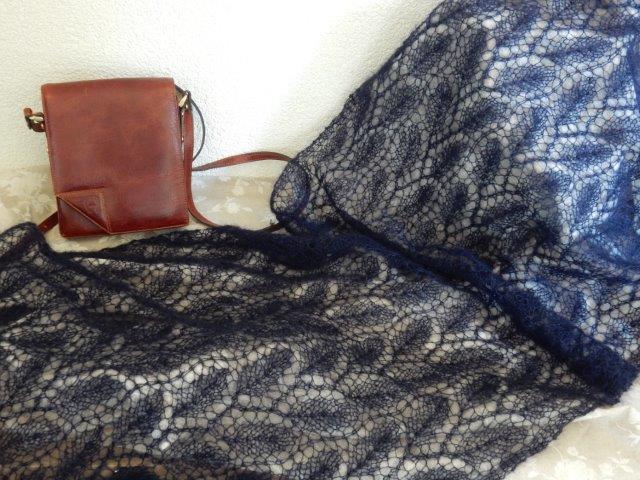 TE KOOP: donkerblauwe shawl