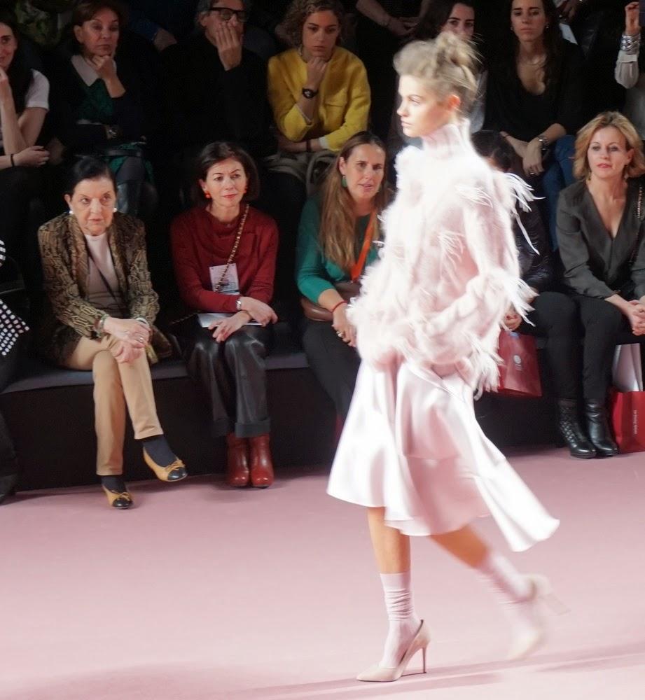 abrigo rosa flecos juan vidal