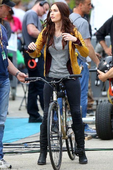 TMNT: Megan Fox luciendo la chaqueta de April O´Neil