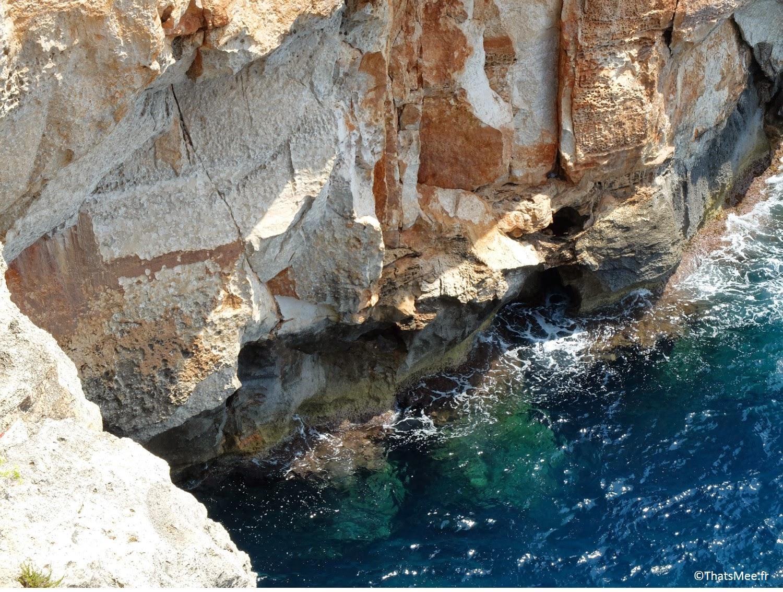 la mer bar club accroché à la falaise Cova D'En Xoroi, Minorque Menorca Cala n'Porter