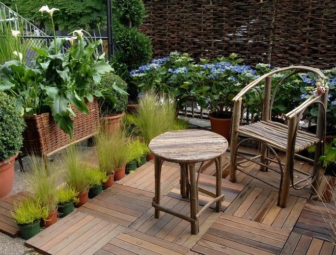 du monde Idées déco  Assortir ses plantes à sa terrasse en bois