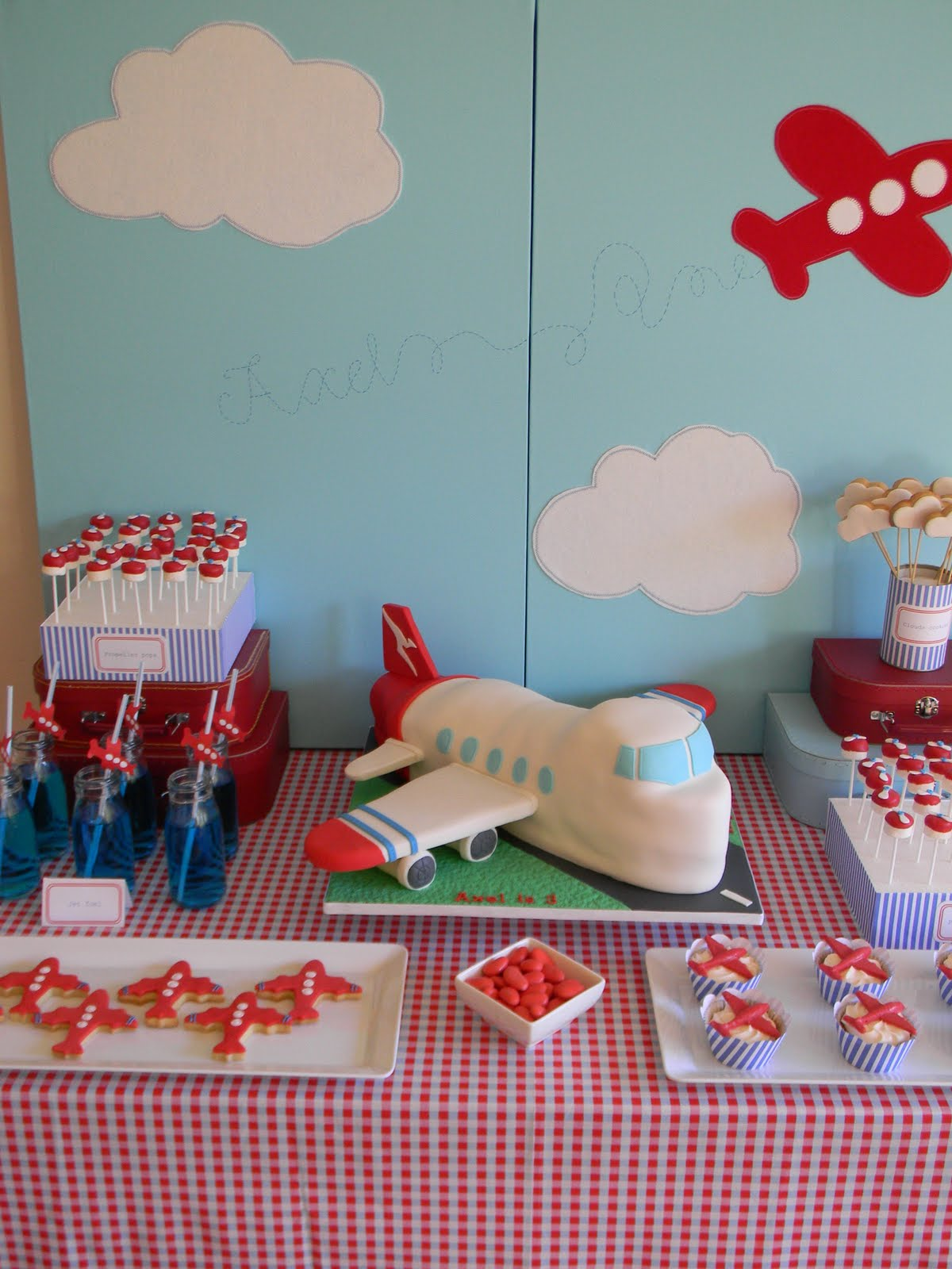 Just call me Martha: Axels airplane birthday cake, cookies & pops