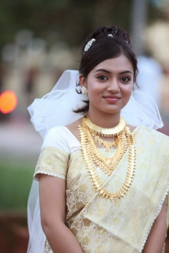 Nazriya Nazim Rising Indian Film Actress very hot and sexy pics Wallpapers Fee Download