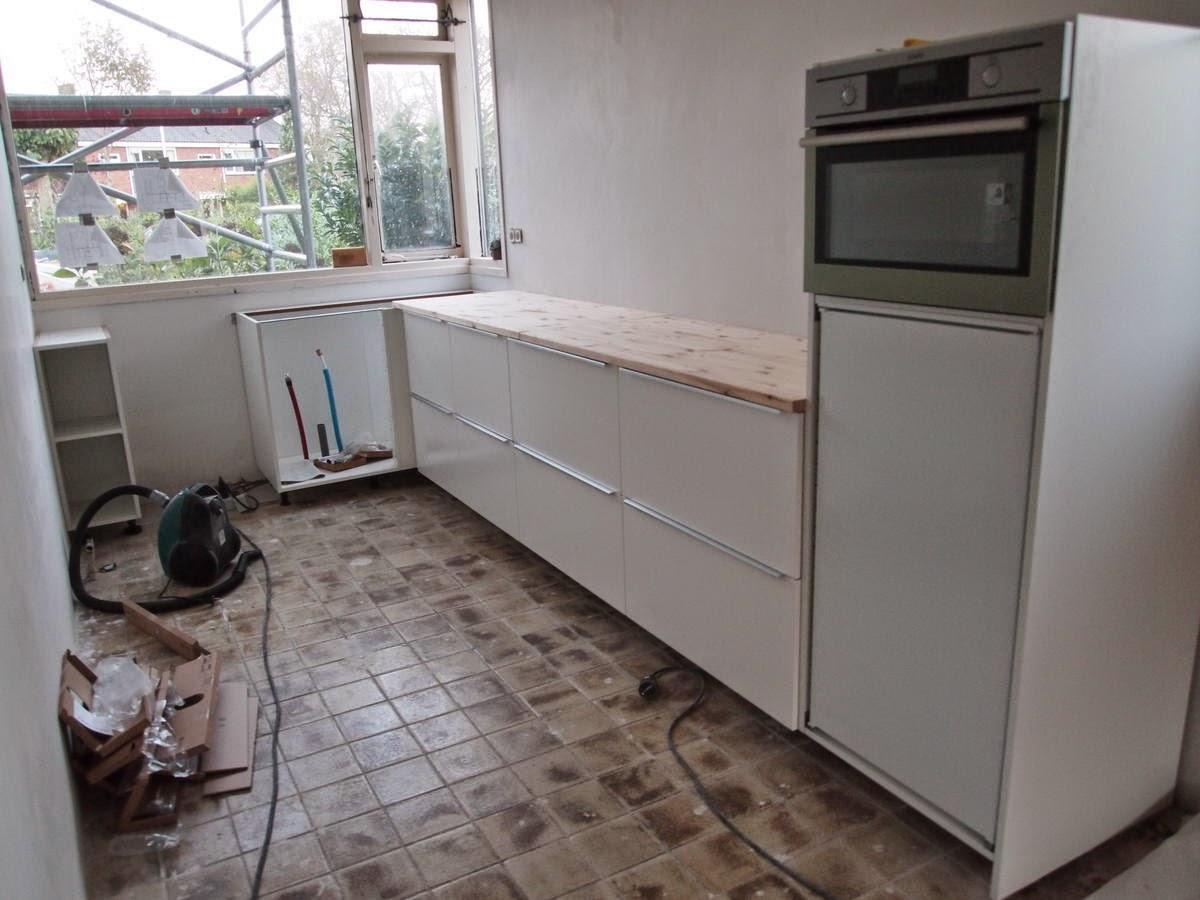 De kleine verbouwing een halve keuken - Hoe een kleine woonkamer te voorzien ...