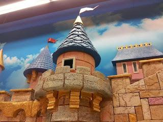 Детски магазин Hippoland декор на приказен замък 2