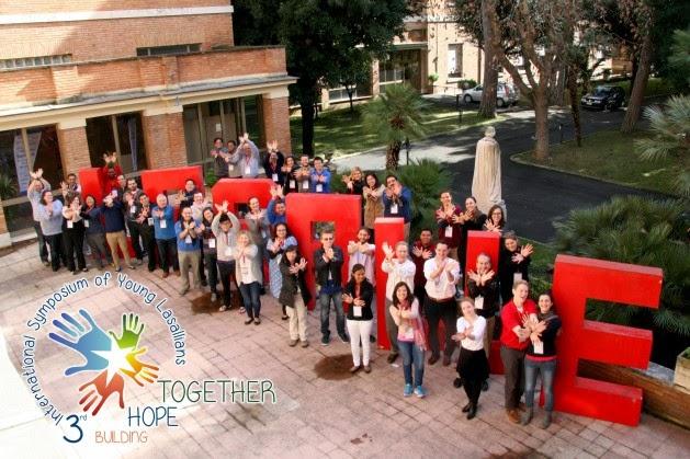Cari Lasalliani,  il Movimento Giovani Lasalliani mira a risvegliare la consapevolezza del cammino vocazionale personale e di gruppo di adolescenti e giovani adulti coinvolti nella Missione Educativa Lasalliana...