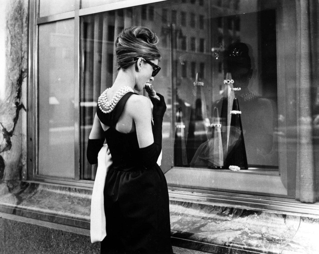 Il costume e la moda  Il nero  metamorfosi di un colore c9ffd62062a