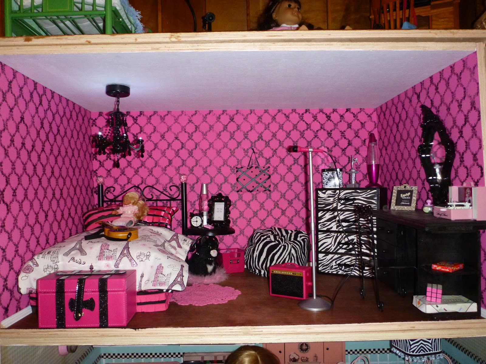 Carrie s inspiration american girl doll house for Dollhouse bedroom ideas