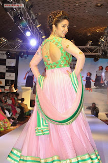 Charmi-Ramp-Walk-Stills