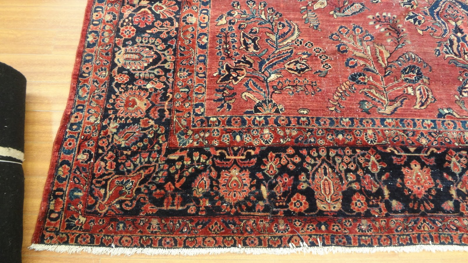 The American Sarouk Is Perhaps One Of More Por Designs 20th Century Was A Genre Rug Which Woven In