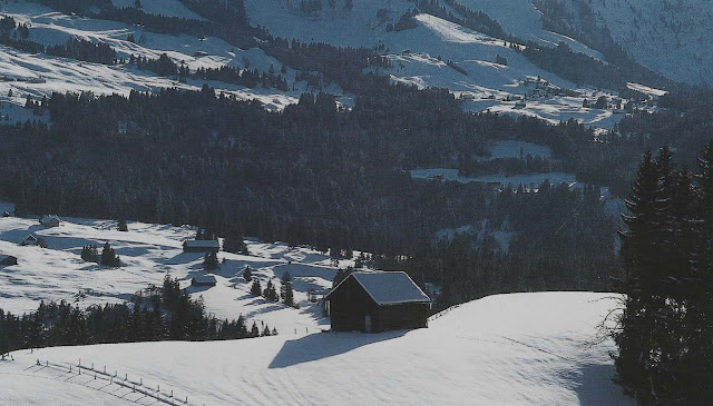 Cte Est Dec-Fev 2001-2002, winter mountain scene as seen on linenandlavender.net