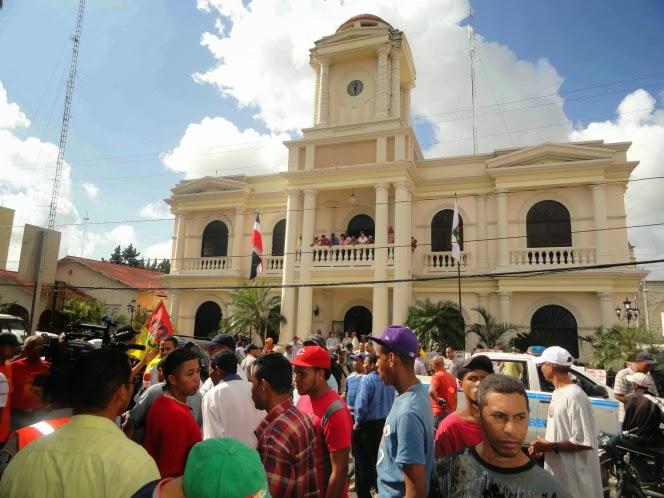 Piden confiscar bienes de funcionarios Ayuntamiento SFM