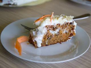 Tort cu morcovi si crema de branza