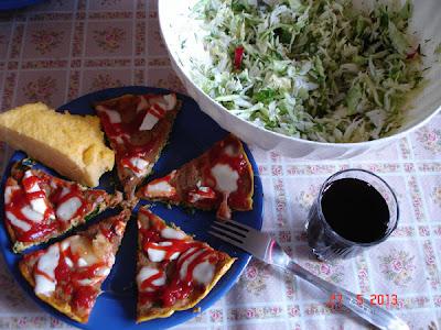 Clompi cu salata si vin de casa