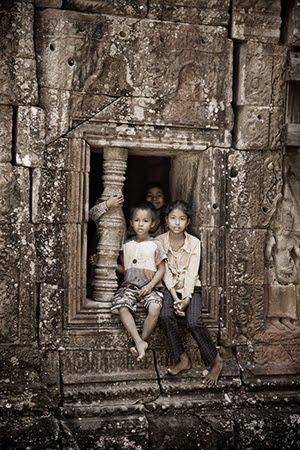 ជួងទិព្វបានបន្លឺ - Khmer poem by Sy Salen