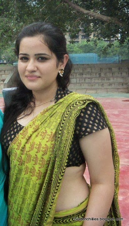 hot Indian college girls in sarees wallpapers