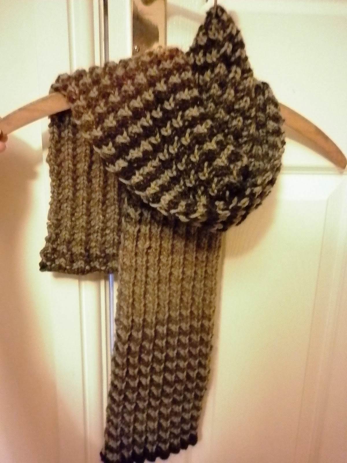 Mens Knit Scarf Pattern Easy : ?Bracken? Men s Scarf   free knitting pattern and colour change tutorial   Fo...