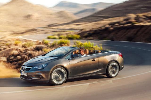 Opel Cascada cabrio nel deserto