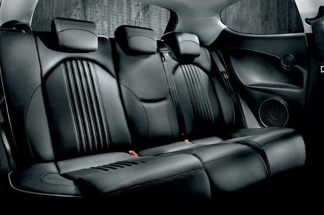 2011-Alfra-Romeo-MiTo-Interior-back