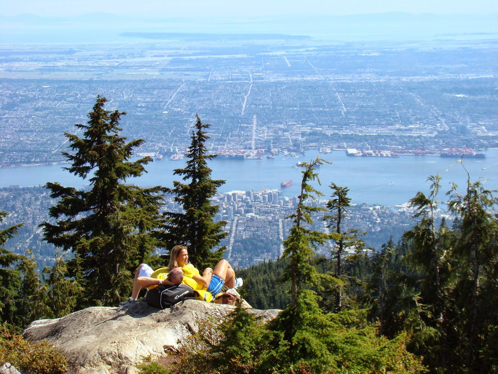 Вид на Ванкувер с горы Grouse Mountain.