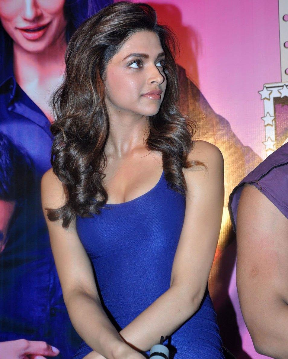 bollywood : deepika padukone and chitrangada singh hot at movie