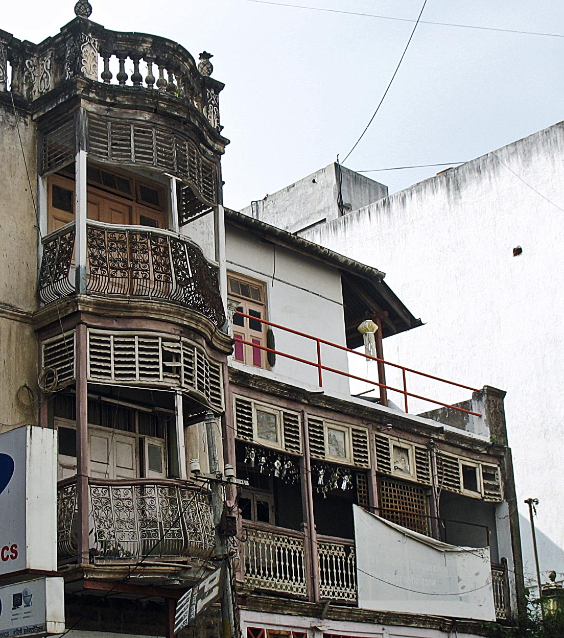 is quite a spectacularly preserved old building on Laxmi Road, Pune ...